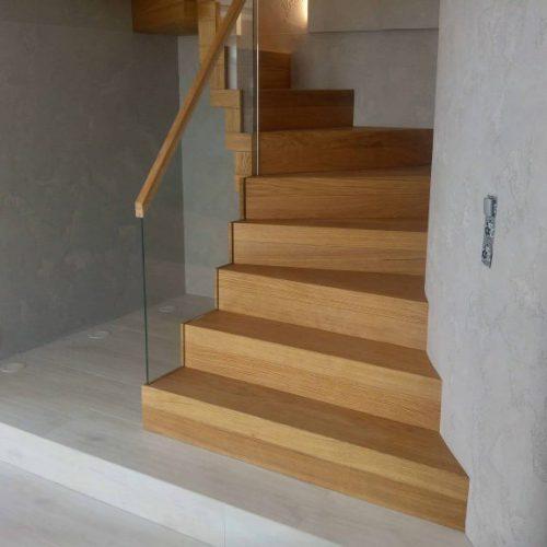 Jak zamontować schody dywanowe